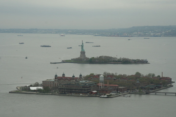 Ellis_island_and_statue_of_liberty