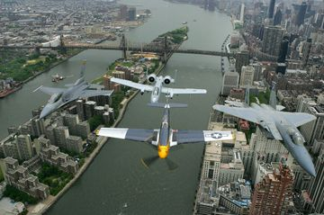 Nyc_air_show_roosevelt_island